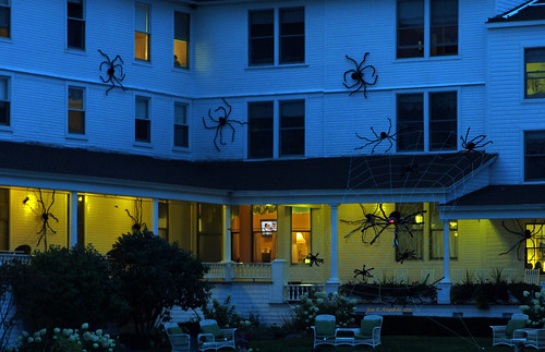 autumn red usa black fall halloween hotel spider october nightlights spiders michigan spiderweb nightview arachnophobia redeyes historicbuilding northernmichigan halloweendecoration halloweendecor historichotel michiganregisteredhistoricsite islandviewhotel blackspiders jannagal jannagalski