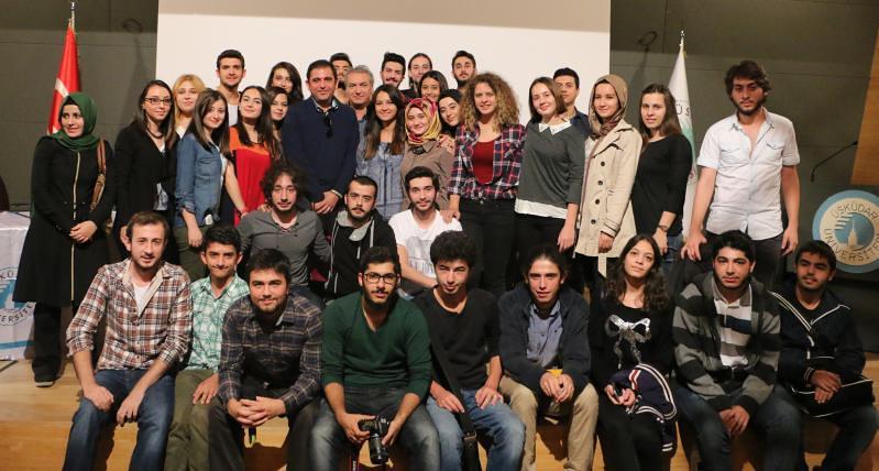 Sevilen sunucu Fatih Portakal Üsküdarlı öğrencilerle buluştu.