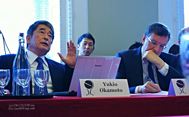 Yukio Okamoto with Sir David Warren at Chatham House from RAW _DSC1189