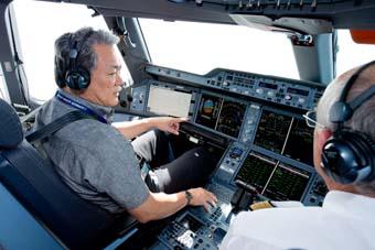 Airbus piloto de Singapore Airlines visita el A350 (Airbus)