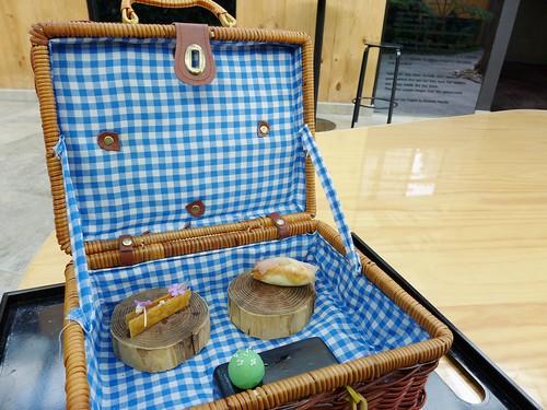 Restaurant Azurmendi picnic basket