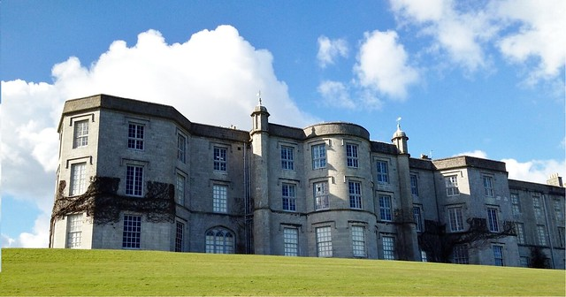 由National Trust受託管理的Plas Newydd,目前由海水熱泵提供100%暖房需求。Plas Newydd 2013 by Tomlish CC BY-SA 3.0