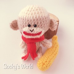 10月12日生まれのあみぐるみソックモンキー ⊂((・⊥・))⊃ Amigurumi Sock monkey. He was born on October 12th.  #あみぐるみ #ソックモンキー #バナナ #ハンドメイド #amigurumi #sockmonkey #banana #handmade #crochet