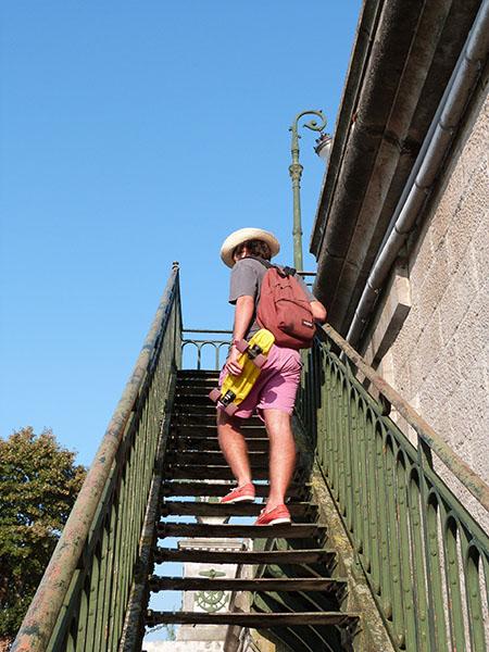 paul dans l'escalier