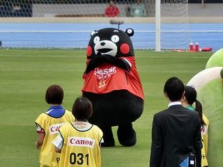 熊本のゆるキャラ、くまもんもロアッソ熊本の応援に駆け付けた。