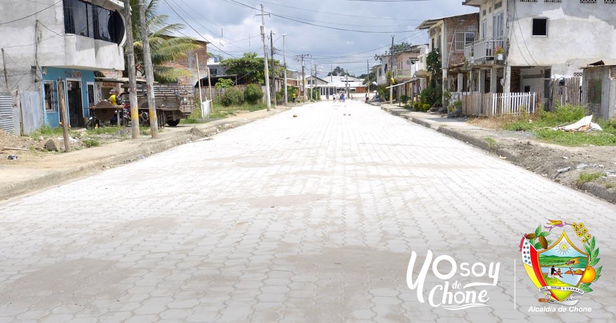 Calle 10 de agosto del barrio Tacheve tiene su adoquinado total