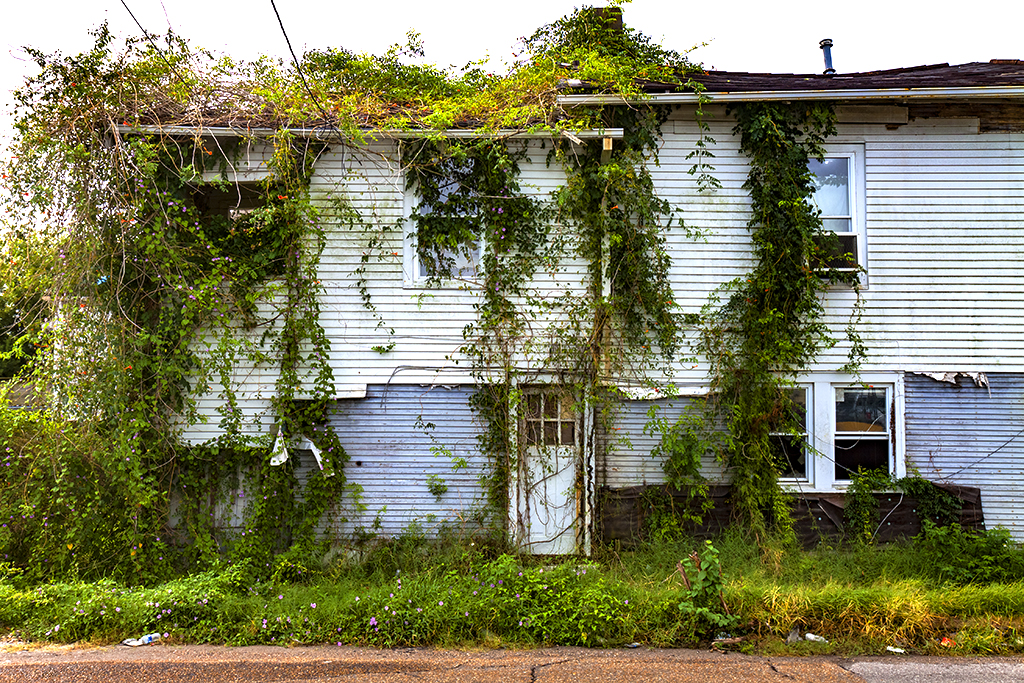 Abandoned-house-in-9-14--New-Orleans-4