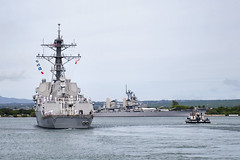 USS Michael Murphy (DDG 112) departs Joint Base Pearl Harbor-Hickam, Oct. 20. (U.S. Navy/MC2 Tiarra Fulgham)