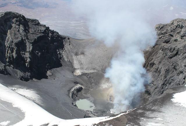 Cráter del volcán Copahue (3)