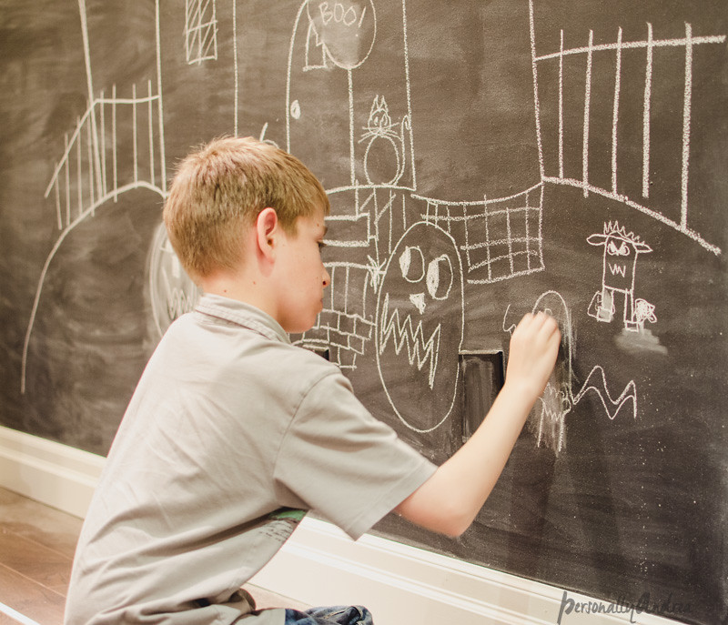Halloween Chalkboard Wall | personallyandrea.com