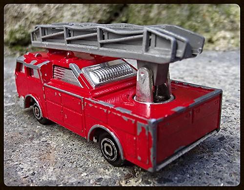 N°2310 Camion Pompier grande échelle. 15038921873_b1a4d4bf19