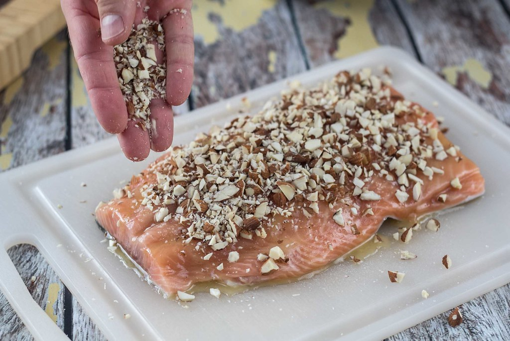Recipe for Homemade Baked Salmon with Honey and Almonds
