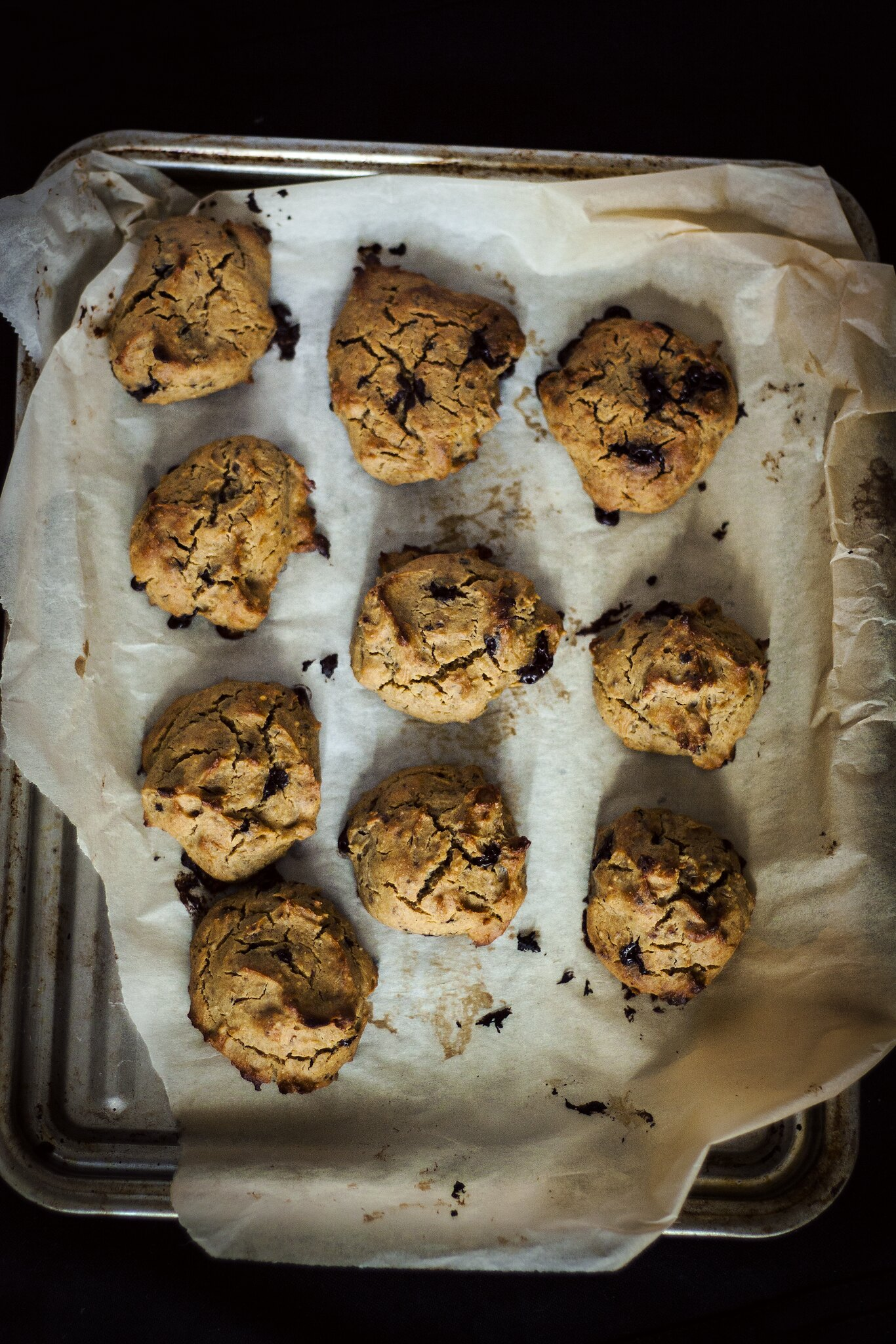 Healthy cookie recipe made of soya, almonds and chocolate chips