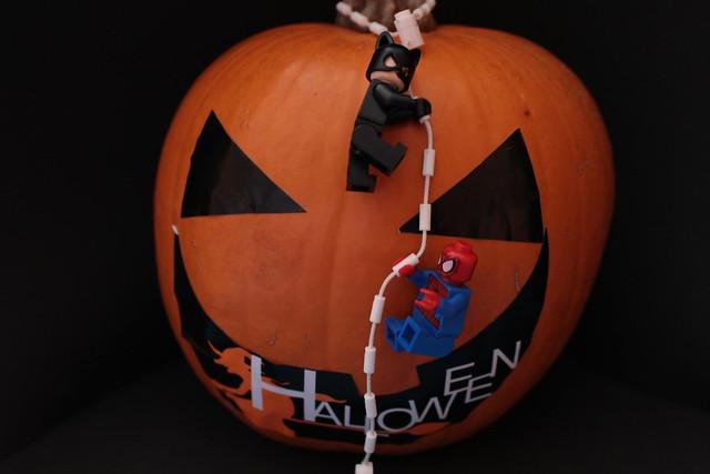 Escalando la calabaza: Spiderman y Catwoman