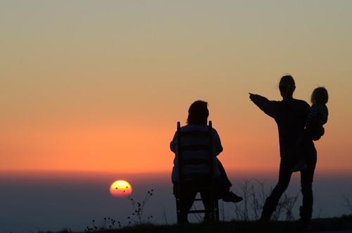 family kids sunrise dawn mother blueridgemountains blueridgeparkway poundingmilloverlook gettheflick
