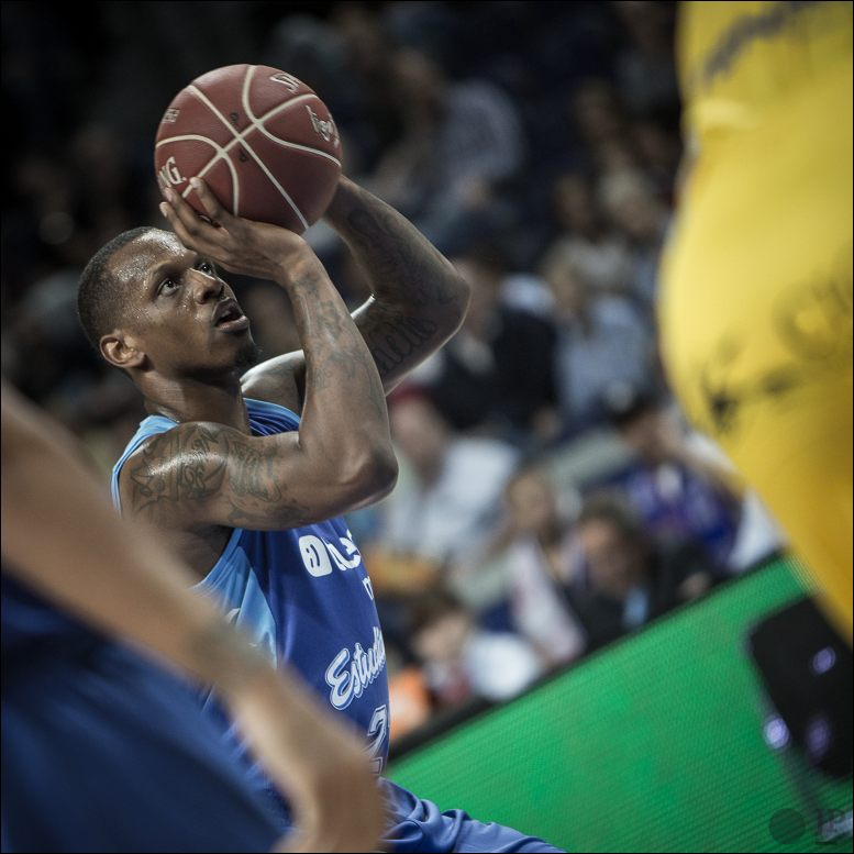 James Nunnally tiro libre