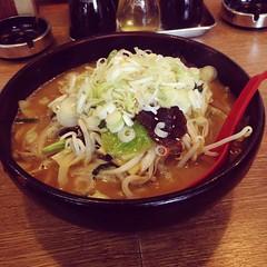 noodle(1.0), bãºn bã² huế(1.0), lamian(1.0), ramen(1.0), noodle soup(1.0), kalguksu(1.0), food(1.0), dish(1.0), laksa(1.0), soup(1.0), cuisine(1.0), udon(1.0), nabemono(1.0),