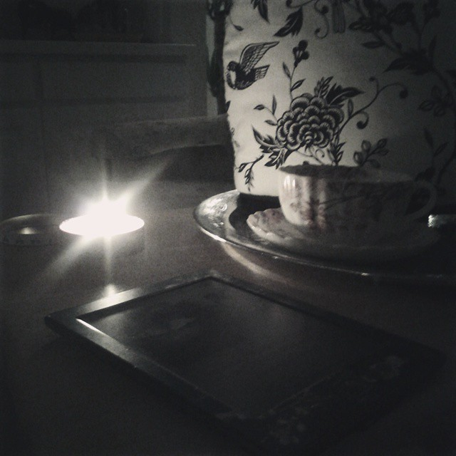 Good morning! I love getting up in the dark and waiting for the light to appear. #onedayhh #teatime