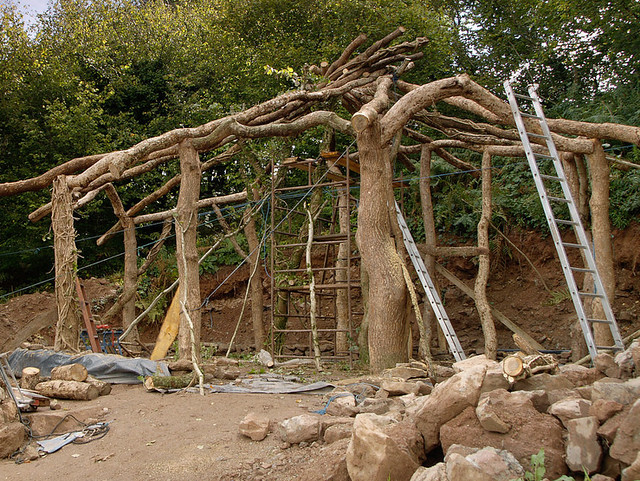 Simon Dale's hobbit house cob building