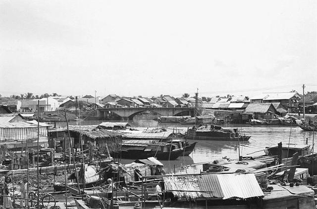 SAIGON 1965-66 - Bến Chương Dương, phía xa là Cầu Dừa trên Bến Vân Đồn