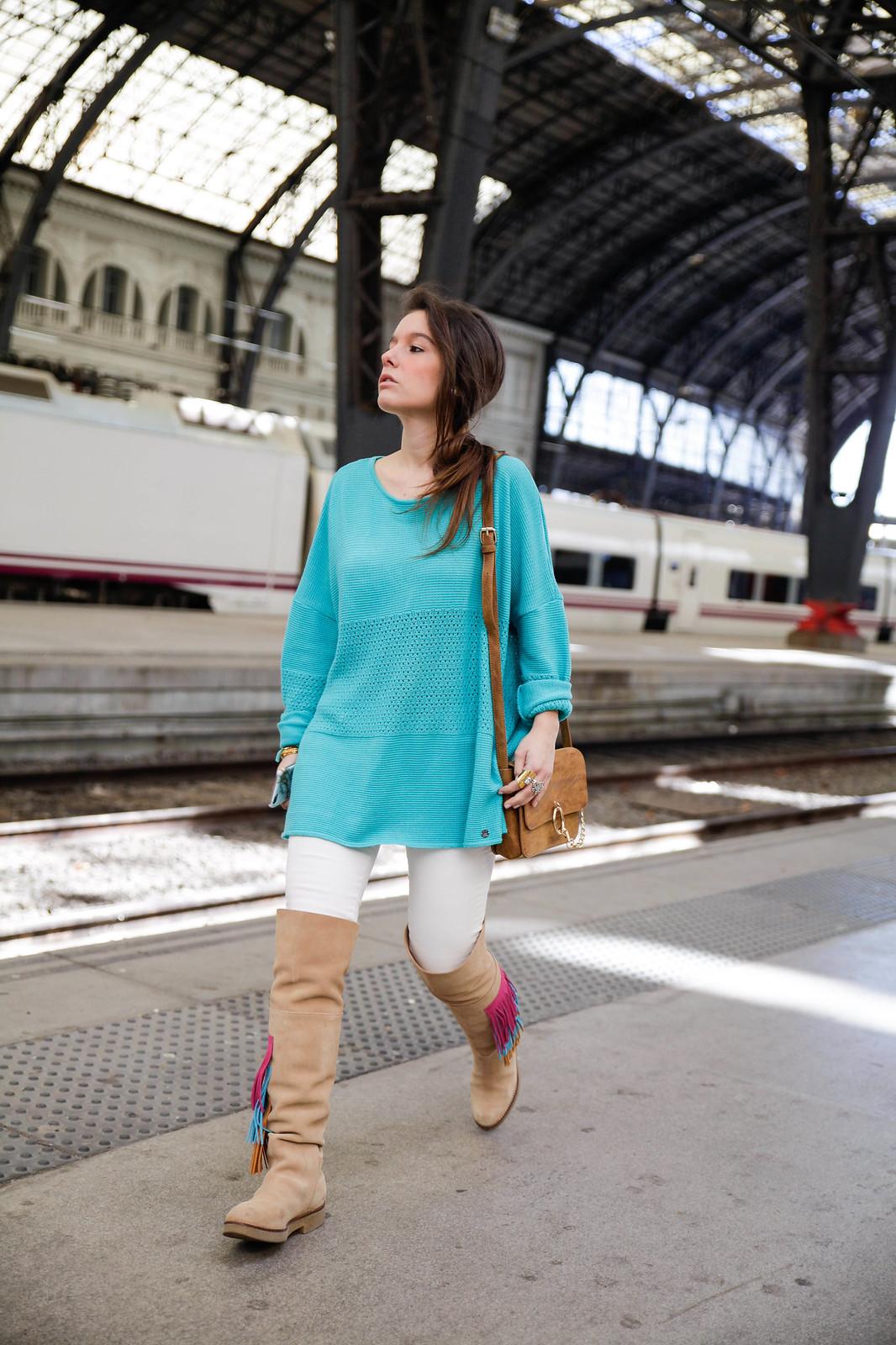 04_como_combinar_la_ropa_verde_turquesa_ideas_look_street_style_theguestgirl_ruga_boots_fringes_barcelona_influencer_top_blogger