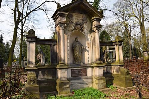 starycmentarzwłodzi theoldcemeteryinłódź łódź lodz polska poland grave tomb graveyard cemetery spring nature architecture