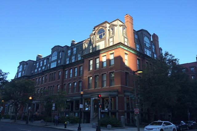 日, 2014-10-05 08:14 - Newbury street
