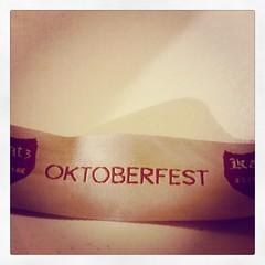 Porque a vida também é comemorar...  #beer #oktoberfest #oktoberfestbr #blumenal #chopp #brahma #eisenbah #cerveja #fest #happy