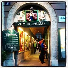 Skönt att veta att man är på väg åt rätt håll! #Figlmüller #schnitzel #Wien #Vienna