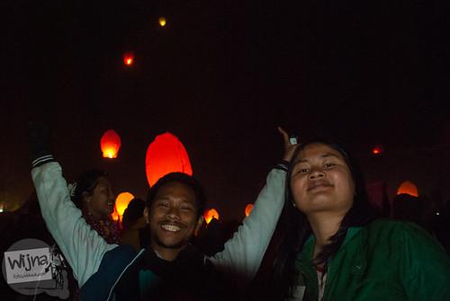 Euforia kegembiraan menyaksikan lampion terbang di acara Dieng Culture Festival 2014