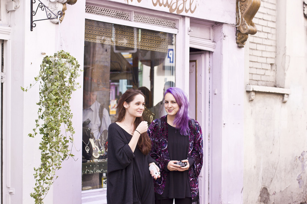 camden passage bas and ellie vintage shop pink lilac anything let's see ellis' favourite things