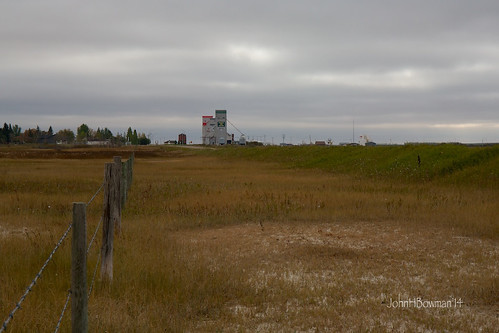 canada september saskatchewan grainelevators 2014 kenaston stormyskies grainstorage canon2470l prairielandscapes fencesgates september2014