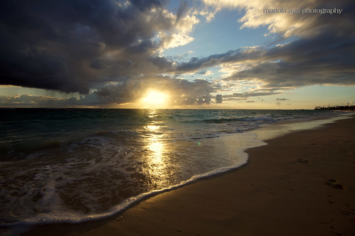 ocean morning light sky sun sunlight reflection beach rain clouds sunrise sand dominicanrepublic wideangle atlanticocean puntacana bavaro sigma1020mm thegalaxy