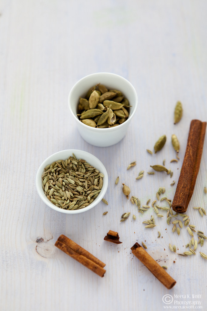 Fennel Seeds & Cardamom for Indian Carrot Rice Pudding (0060)