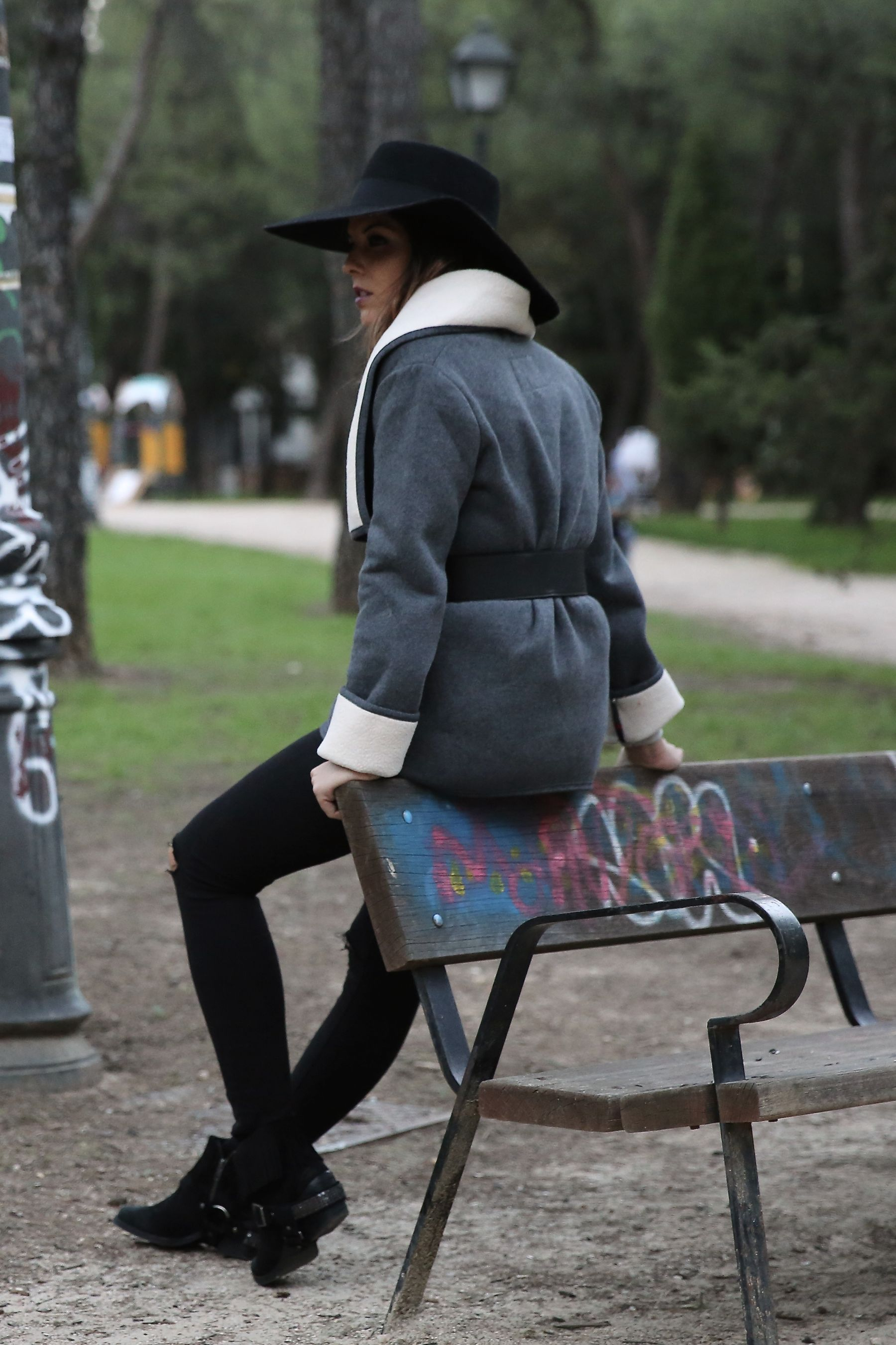 trendy_taste-look-outfit-street_style-ootd-blog-blogger-fashion_spain-moda_españa-abrigo_borrego-borreguillo-otoño-frio-cold-hat-sombrero-boho-hippie-steve_madden-skinny_jeans-pitillos-fall-7