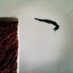 Salto al vacío. #streetart #arteurbano #jonipunto