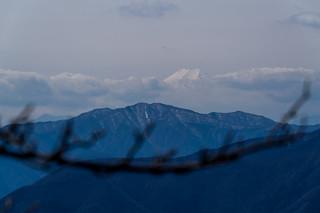 三頭山越しの富士山・・・霞んでる@日向沢ノ峰