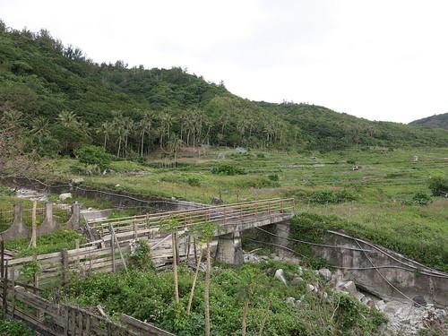 政府推行的野溪整治工程,遍布蘭嶼島各處。攝影/何怡君
