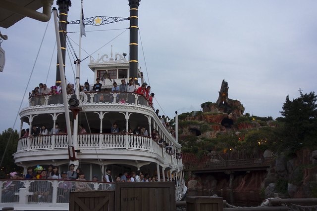 Tokyo Disneyland - Mark Twain and Splash Mountain