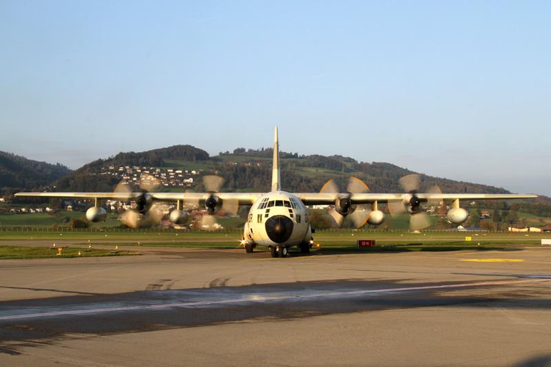 FRA: Photos d'avions de transport - Page 20 15031637324_c2c092c3a6_o