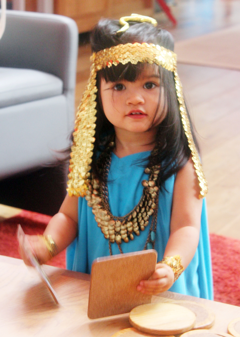 Cleopatra DIY costume toddler