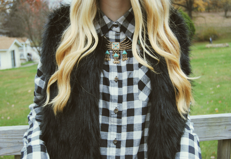 BlackWhitePlaidShirtDress_BlackFauxFurVest_TurquoiseGoldGypsyNecklace