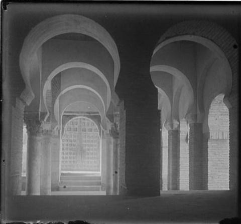 Mezquita del Cristo de la Luz hacia 1915. Fotografía de Aurelio de Colmenares y Orgaz, Conde de Polentinos Ⓒ Fototeca del IPCE, Ministerio de Educación, Cultura y Deporte. Signatura DCP-A-2635_P