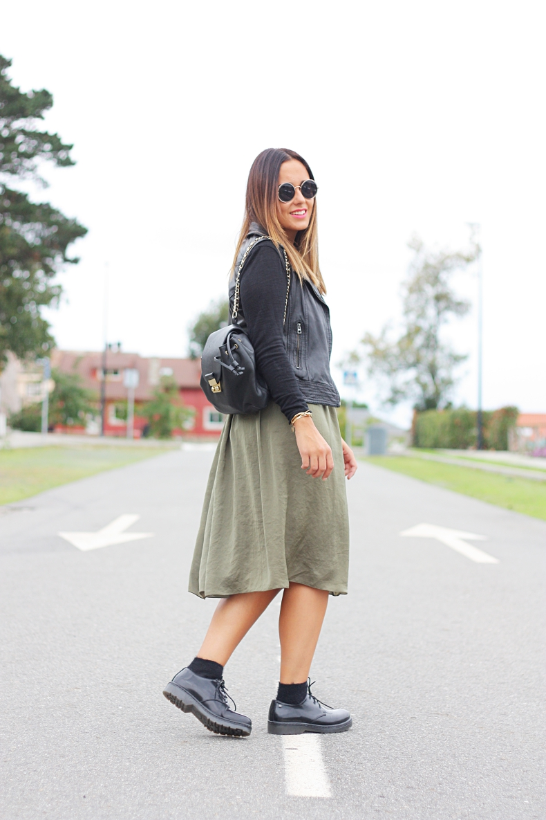 leather_vest-midi_skirt-street_style-outfit-crop_top-khaki-lookladymode