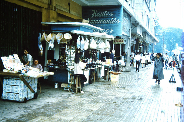 SAIGON 1965 - Lam Son Square - Phía trước Thương xá EDEN - Photo by m20wc51