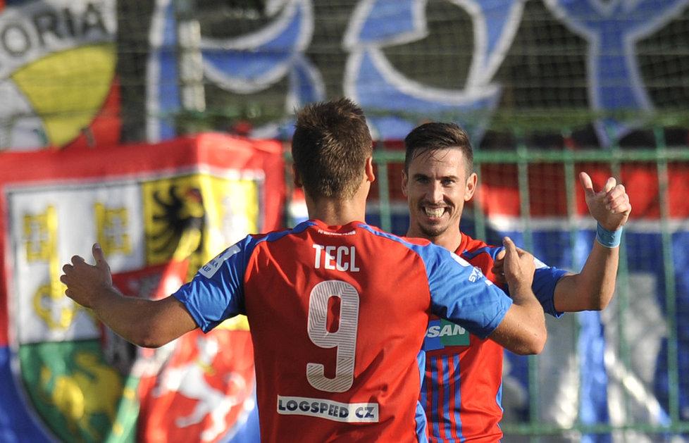 141019_CZE_Mlada_Boleslav_v_Viktoria_Plzen_0_3_Stanislav_Tecl_celebrats_first_with_Milan_Petrzela
