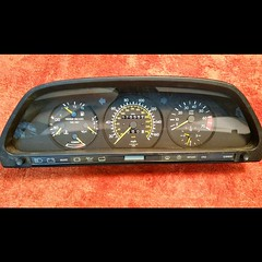 #For#Sale#Used#Parts#Mercedes#Benz#OEM#W126#SClass#alyehliparts#alyehli#UAE#AbuDhabi#AlFalah#City  FOR SALE MERCEDES BENZ OEM USED PARTS :  W126 560SEL SPEEDOMETER CLUSTER  (175352) KM On The Clock !  -Weight : 1.90 Kgm   Price :    900-/AED Price :  $245