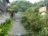 長倉和平と吉野千明の家の前