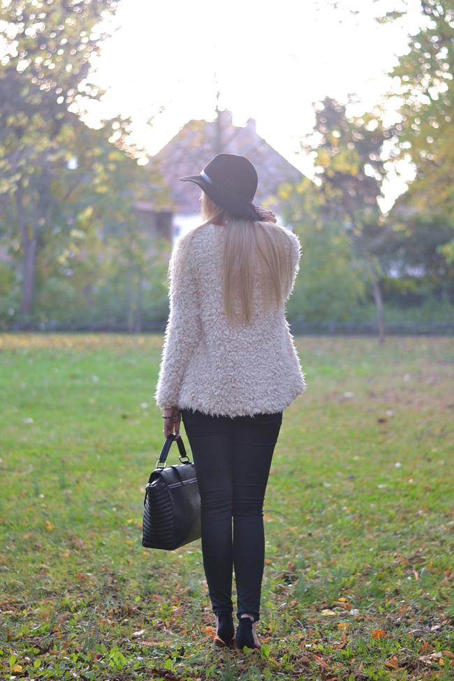 How to Style Fake Fur Eugli (1)