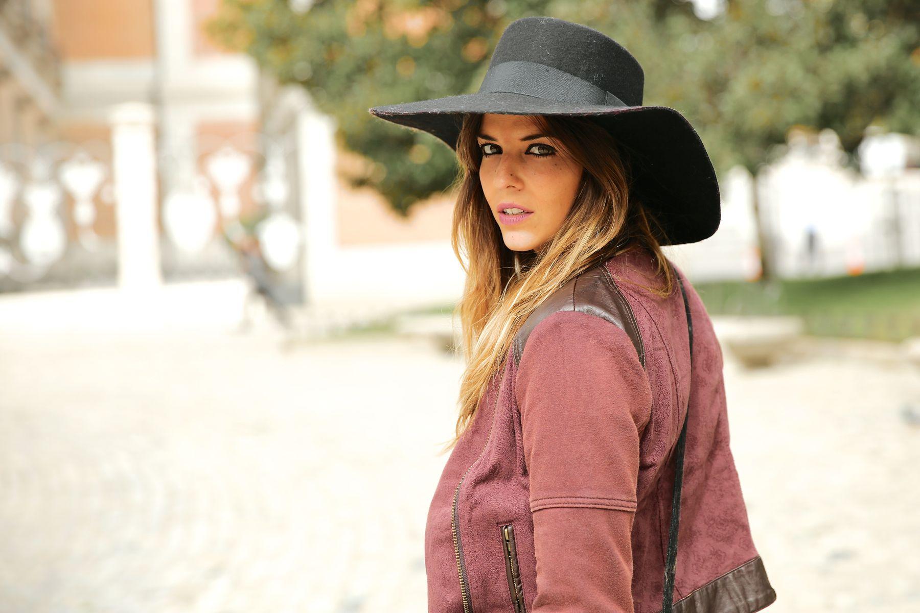 trendy_taste-look-outfit-street_style-ootd-blog-blogger-fashion_spain-moda_españa-AD-adolfo_dominguez-amaia_salamanca-boho-hippie-sombrero-hat-biker-flecos-fringes-3